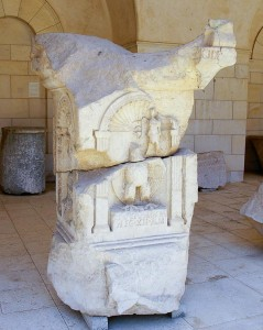 Надгробок центуріона Юлія Магнуса, що збудував Капернаумську синагогу
