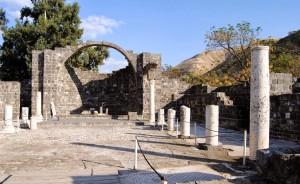 Залишки Візантійської Церкви в Курсі (у підніжжя гори з якої кинулися свині)