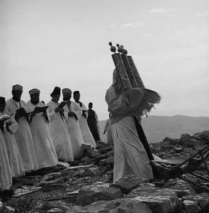Самаряни на горі Гаризим. Священик із свитком Тори. 1900-1920